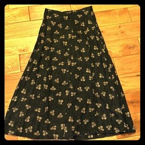 Beautiful vintage button-down skirt size medium